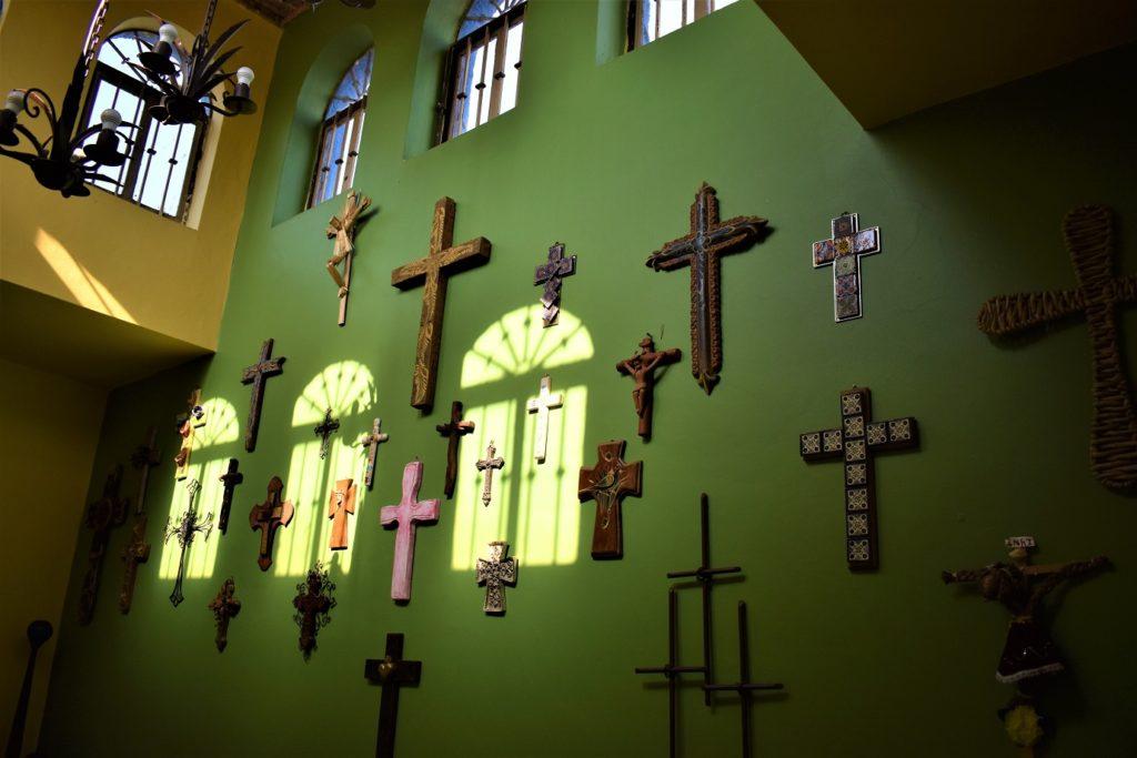 Muro con cruces